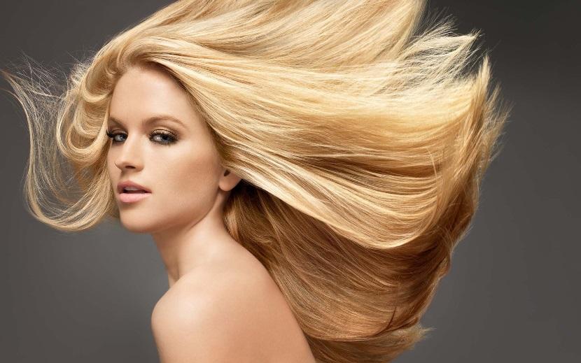 Como matizar o cabelo em casa ou no salão para desamarelar os fios loiros.